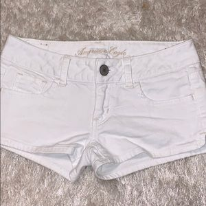 💥American Eagle white denim shorts